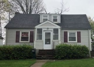 Pre Foreclosure in Woodbridge 07095 CLINTON ST - Property ID: 1624322650