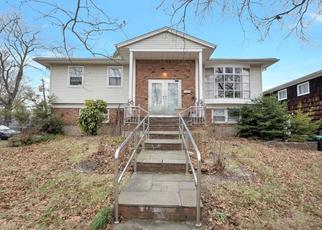 Pre Foreclosure in Hewlett 11557 WILLIAM ST - Property ID: 1624333144