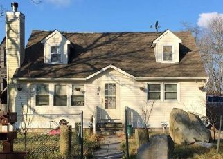 Pre Foreclosure in Shirley 11967 WAVERLY RD - Property ID: 1624659893
