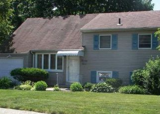 Pre Foreclosure in Massapequa 11758 FORD DR N - Property ID: 1624922223