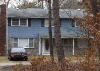 Pre Foreclosure in Ronkonkoma 11779 WARREN AVE - Property ID: 1625261663