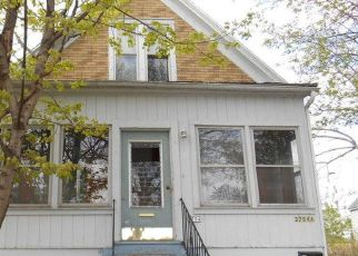 Pre Foreclosure in Cudahy 53110 E SQUIRE AVE - Property ID: 1625537586