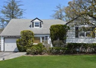 Pre Foreclosure in Woodmere 11598 BARNARD AVE - Property ID: 1629559948