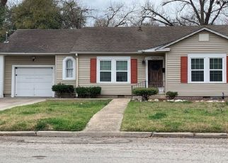 Pre Foreclosure in Seguin 78155 ELM ST - Property ID: 1630813865