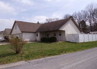 Pre Foreclosure in Carbondale 62902 E CREEKWOOD DR - Property ID: 1632153620