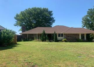 Pre Foreclosure in Clinton 73601 REGENCY DR - Property ID: 1634852411