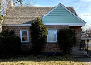 Pre Foreclosure in Chicago 60617 S YATES BLVD - Property ID: 1635156815