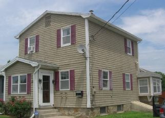Pre Foreclosure in Waterford 06385 MYROCK AVE - Property ID: 1635891730