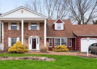 Pre Foreclosure in Coram 11727 HYDE LN - Property ID: 1639392452