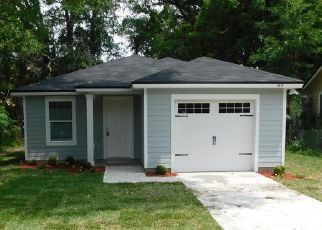 Pre Foreclosure in Jacksonville 32208 SUNSET DR - Property ID: 1639625902