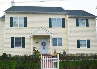 Pre Foreclosure in Lindenhurst 11757 BROWN PL - Property ID: 1640750614
