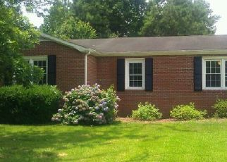 Pre Foreclosure in Jacksonville 28540 BOULDER LN - Property ID: 1642427167