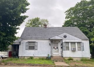 Pre Foreclosure in West Warwick 02893 ANDREWS AVE - Property ID: 1642593154