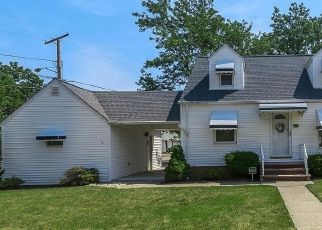 Pre Foreclosure in Cleveland 44119 E 210TH ST - Property ID: 1644750181