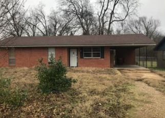 Pre Foreclosure in Hugo 74743 W MCALESTER ST - Property ID: 1645903821