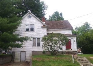 Pre Foreclosure in Pittsfield 62363 W PERRY ST - Property ID: 1646568215