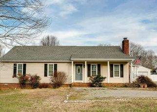 Pre Foreclosure in Maidens 23102 BROAD STREET RD - Property ID: 1648363924