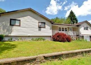 Pre Foreclosure in Bridgeport 06606 LINDA DR - Property ID: 1648713863