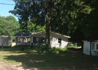 Pre Foreclosure in Benzonia 49616 WALLAKER RD - Property ID: 1648761597