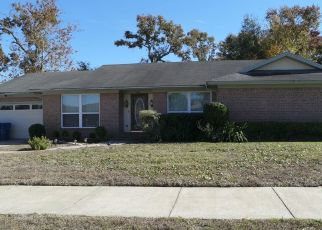 Pre Foreclosure in Jacksonville 32277 GREENWILLOW LN E - Property ID: 1649733457