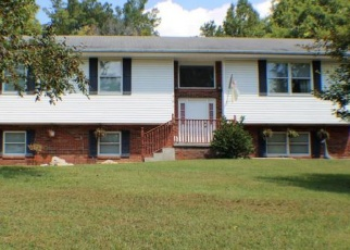Pre Foreclosure in Kingsport 37660 HEDGE DR - Property ID: 1650061947