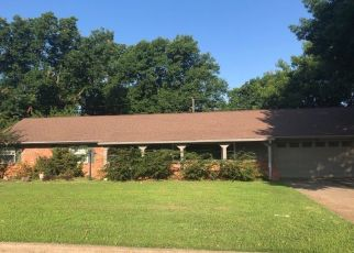 Pre Foreclosure in Bartlesville 74006 SE GREYSTONE AVE - Property ID: 1650428974