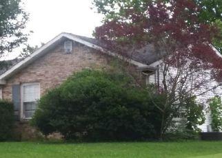Pre Foreclosure in Clarksville 37042 GARRETTSBURG RD - Property ID: 1651665354