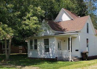 Pre Foreclosure in Clinton 61727 W WASHINGTON ST - Property ID: 1651969310