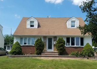 Pre Foreclosure in New Hyde Park 11040 YORKSHIRE RD - Property ID: 1652681456