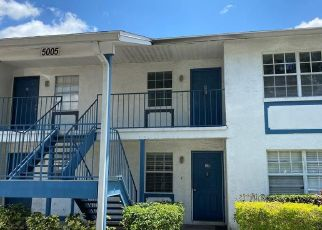 Pre Foreclosure in Tampa 33617 BORDEAUX VILLAGE PL - Property ID: 1654558617