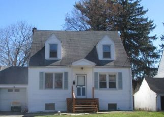 Pre Foreclosure in Livingston 07039 MCCALL AVE - Property ID: 1656947320