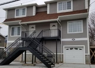 Pre Foreclosure in Staten Island 10306 CEDAR GROVE AVE - Property ID: 1660919310