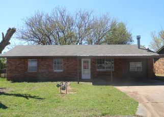 Pre Foreclosure in Clinton 73601 N 18TH ST - Property ID: 1661169846