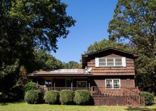 Pre Foreclosure in Snow Camp 27349 LAMBE RD - Property ID: 1662636164