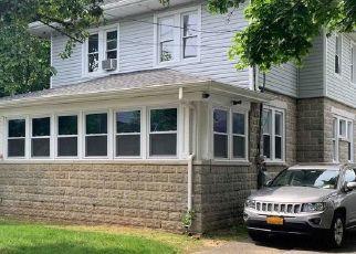 Pre Foreclosure in Hempstead 11550 ELIZABETH AVE - Property ID: 1663920310