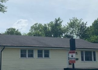 Pre Foreclosure in East Saint Louis 62206 FRONTENAC DR - Property ID: 1665291158