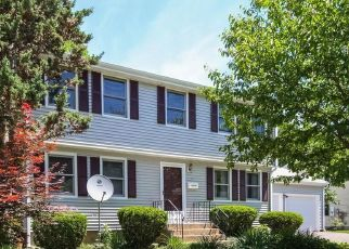 Pre Foreclosure in Middletown 06457 BLUE GRASS DR - Property ID: 1666063768