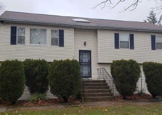 Pre Foreclosure in Brentwood 11717 FREEMAN AVE - Property ID: 1668370569