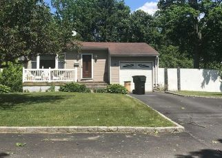 Pre Foreclosure in Bay Shore 11706 CHAPMAN PL - Property ID: 1672745941