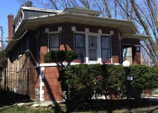 Pre Foreclosure in Chicago 60617 S PAXTON AVE - Property ID: 1672989887