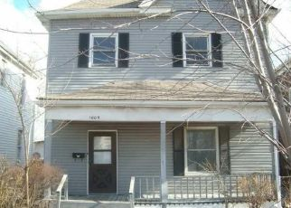 Pre Foreclosure in East Saint Louis 62201 GATY AVE - Property ID: 1673874589