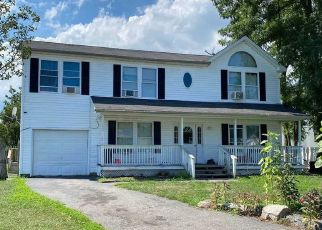 Pre Foreclosure in Amityville 11701 COMMERCE BLVD - Property ID: 1674442194