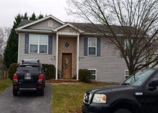 Pre Foreclosure in Martinsburg 25404 FARM POND LN - Property ID: 1678987947