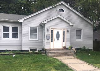 Pre Foreclosure in Hempstead 11550 E MARSHALL ST - Property ID: 1680228271