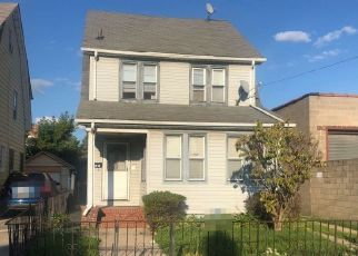 Pre Foreclosure in Saint Albans 11412 205TH PL - Property ID: 1680658814