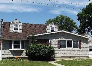 Pre Foreclosure in Lindenhurst 11757 NEWARK ST - Property ID: 1680871216