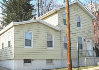 Pre Foreclosure in Carlstadt 07072 2ND ST - Property ID: 1683118910