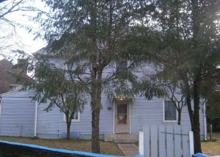 Pre Foreclosure in Gloucester City 08030 PARIS AVE - Property ID: 1683390895