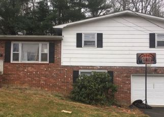 Pre Foreclosure in Elizabethton 37643 HILLSIDE DR - Property ID: 1684843194
