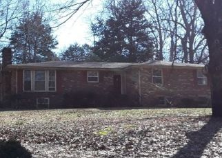 Pre Foreclosure in Clarksville 37040 DEAN RD - Property ID: 1685068774